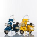 D5217_Scooter-blu-e-giallo-in-latta-2